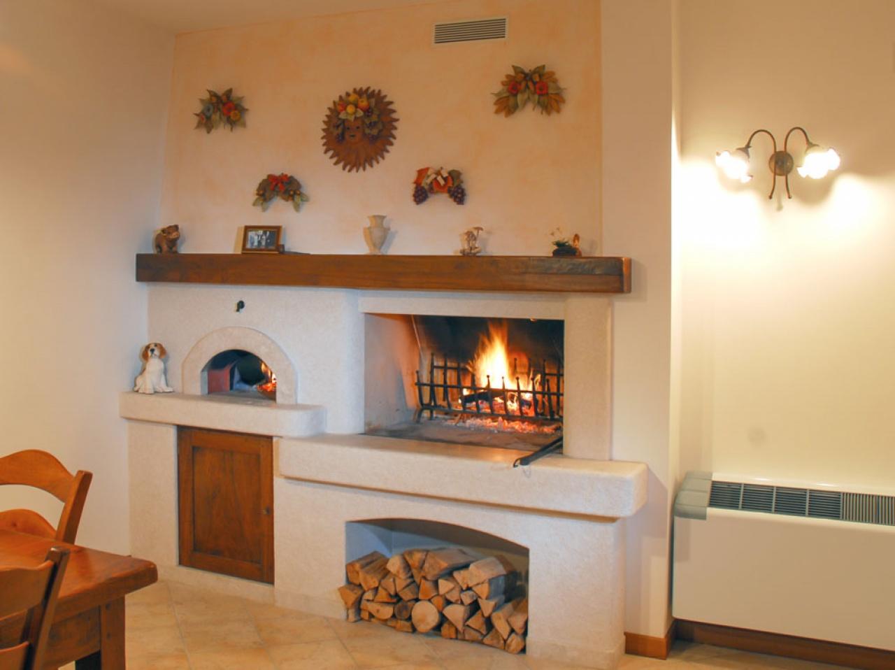 Forno A Legna Con Camino caminetto rustico a parete, con forno per pane e pizza